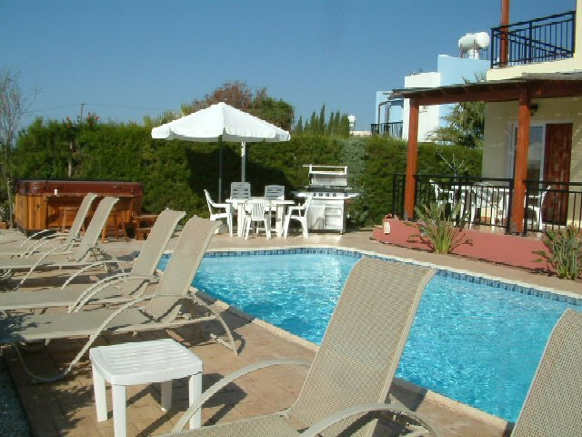 Villas Paphos - Detached Private Holiday Villa with gas heated swimming pool to Rent